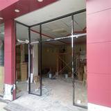 黑钛金框玻璃门施工中